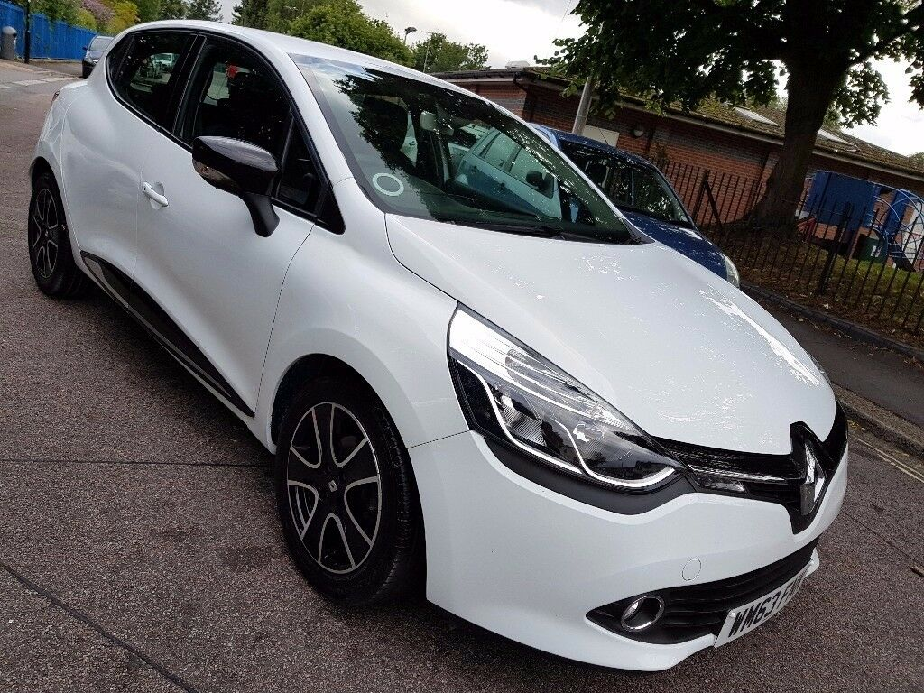 2014 white renault clio 0 9 tce dynamique petrol start stop media pack 1 year mot in. Black Bedroom Furniture Sets. Home Design Ideas