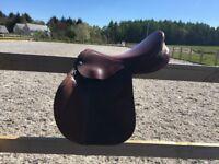 "Pessoa brown medium wide 17"" close contact saddle"