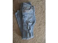 Rip Jeans size 8 in blue, good condition