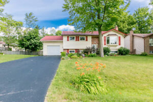 Adorable fully finished 4 bdrm bungalow in Angus!
