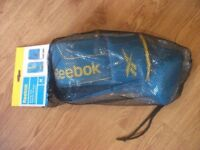 BRAND NEW REEBOK BOXING MITTS - SIZE MEDIUM - SPARRING - TRAINING MITTS