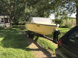 15' fibreglass boat with heavy duty tilt trailer