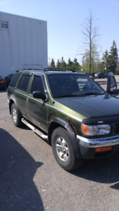 Single owner nissan pathfinder 4x4 with 136 000 km