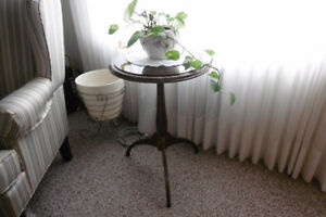 SOLID WOOD PLANT STAND WITH GLASS TOP