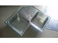 Corner sink with double drain