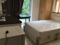 Bedsit/studio apartment to let in Pinner