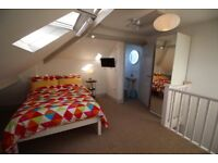 Double ensuite room in professional house share