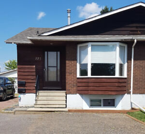 3 BDRM ALL INCLUSIVE MAIN FLOOR UNIT IN GREAT LOCATION