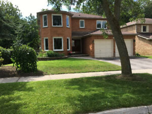 Ravine lot + Basement Walk out! Large 4Beds room house in Aurora