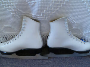 Ladies Figure Skates Bauer size 6