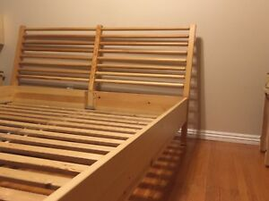 Queen bed frame Excellent Condition