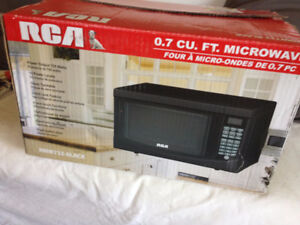 0.7 cubic ft Microwave