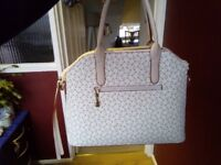 Smart Looking Handbag With A Matching Purse