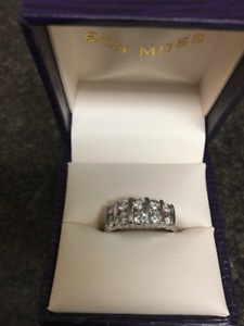 Beautiful Diamond Anniversary RIng