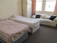 West Kensington / Shepherds Bush A very large double room with all bills inclusive