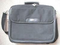 Targus clamshell laptop bag - like new