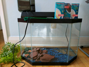 Aquarium (like new) with newly purchased filters and accesories