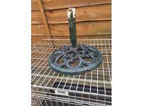 heavy cast iron parasol base £10