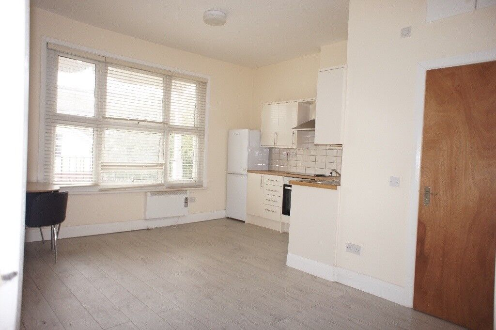 Large spacious brand new studio available to rent close to all shops and public transport