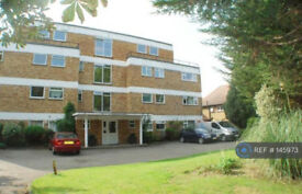 Large 1 bed flat to rent in Hampton Hill