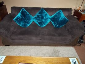 2 Piece suite (Harvey's Suite) (Immaculate condition.) ***