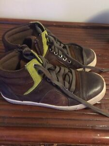 Clarks Boots/Sneakers for Boys Size 1.5