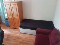 Large Twin Room Share for 1 Person Avail in Hammermsith
