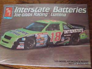 NASCAR MODEL KIT #18 DALE JARRETT 1992