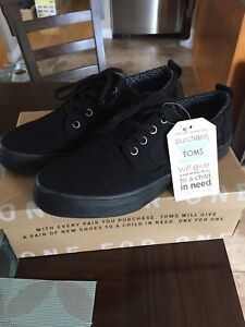 NEW Mens toms size 9.5