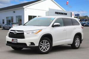 2016 Toyota Highlander LE! AWD! 8-SEATER! BACKUP CAM! ONLY 37K!