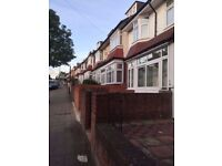 1double & 1 single room in a Lovely house close to the station (northern line)