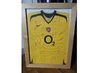 Framed Arsenal Squad Signed Away Shirt 2005/2006