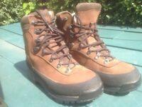 Hiking boots . Jack Wolfskin. 7 Worn a few times