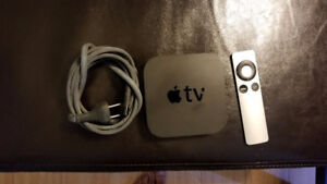 Apple TV 3rd Gen - Mint condition with remote.
