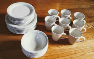 Oneida Cream Dinnerware Set