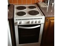 Freestanding electric oven & hob