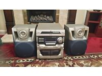 Jvc 3 cd and 2 cassettes. And 2 speakers.