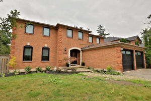 Stunning 5 bed home on court/ravine
