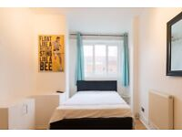 Double Bed in Rooms to rent in 5-bedroom apartment with central heating in Wandsworth