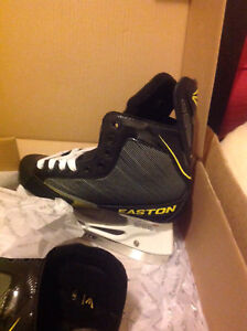 2 pair of Junior heat mouldable skates
