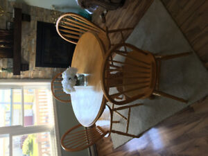URGENT: Selling Circle Table + 4 Chairs