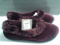 New Women's slippers size 6.