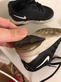 Boys 6.5 Nike
