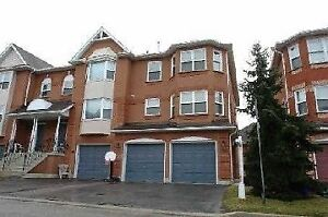 Townhouse at Bathurst & Centre 3 Bed/3bath 2CarGarage W/O Bsmnt!