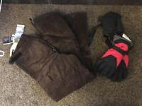 Snowboarding trousers and gloves large