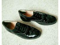 Women's shoes - black, Oxford style