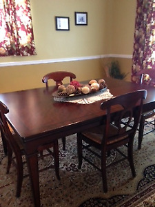 Like New Dining Room Set