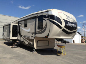 """Like New"" 2015 Jayco Pinnacle 5th Wheel"