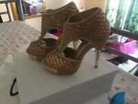 Unzè London gold heels size 3-4