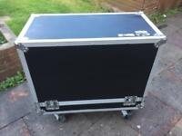 FLIGHT CASE: Road ready wheeled flight case for 2x12 or 1x12 guitar combo amp
